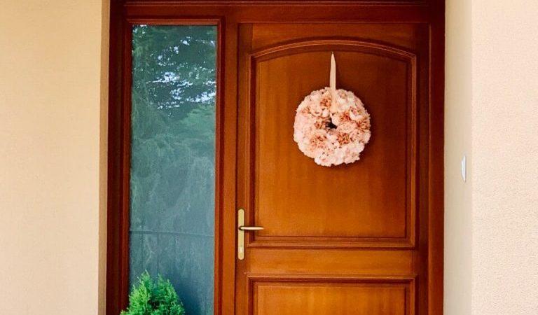 egyedi-fa-bejarati-ajto